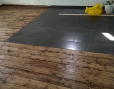 Holzdielen und Bodenbelag