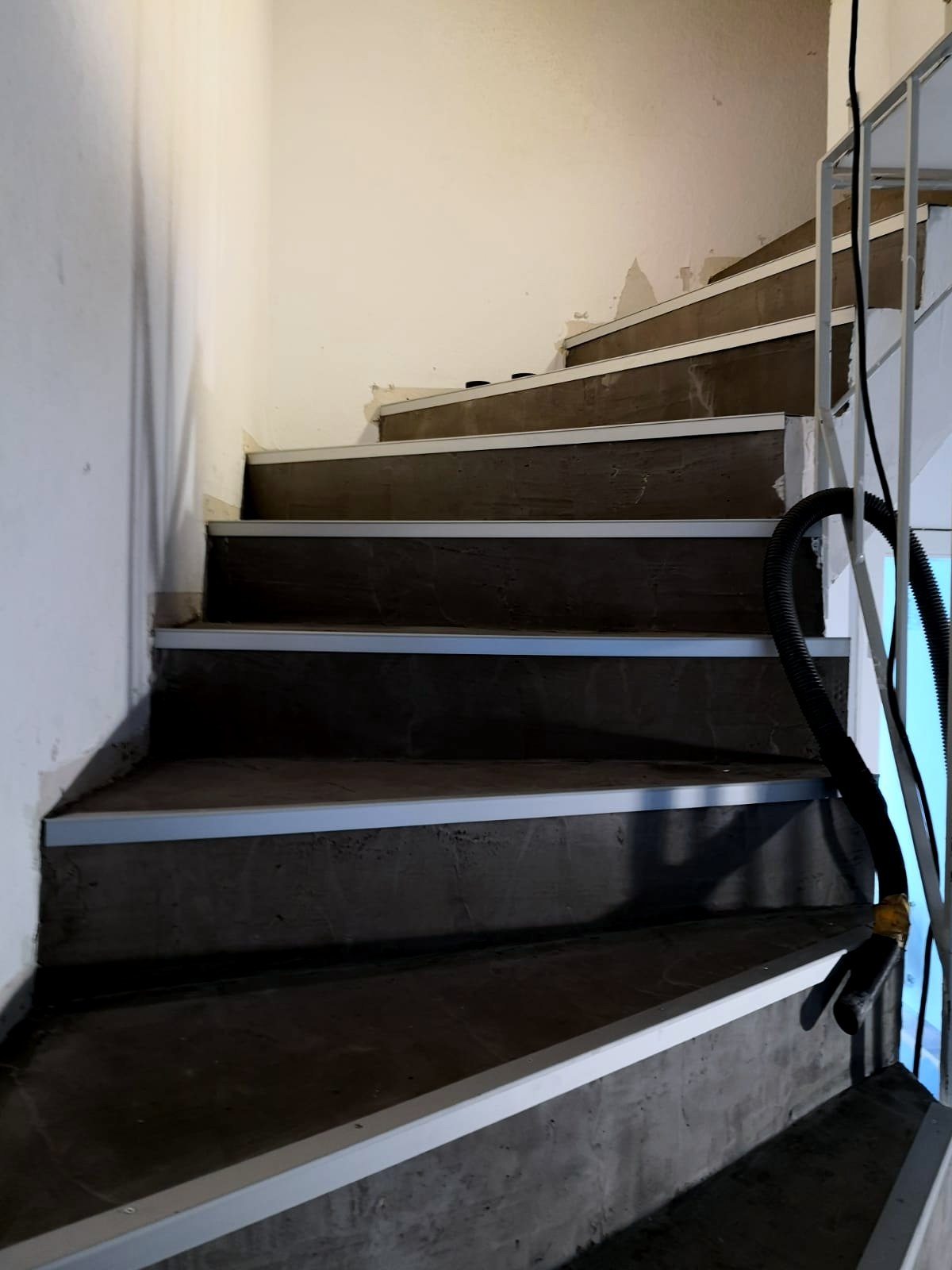 Mandic Baudekoration Treppe Bodenbelag (4)